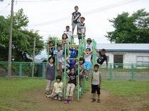 4年学級写真ジャングルジム.jpg
